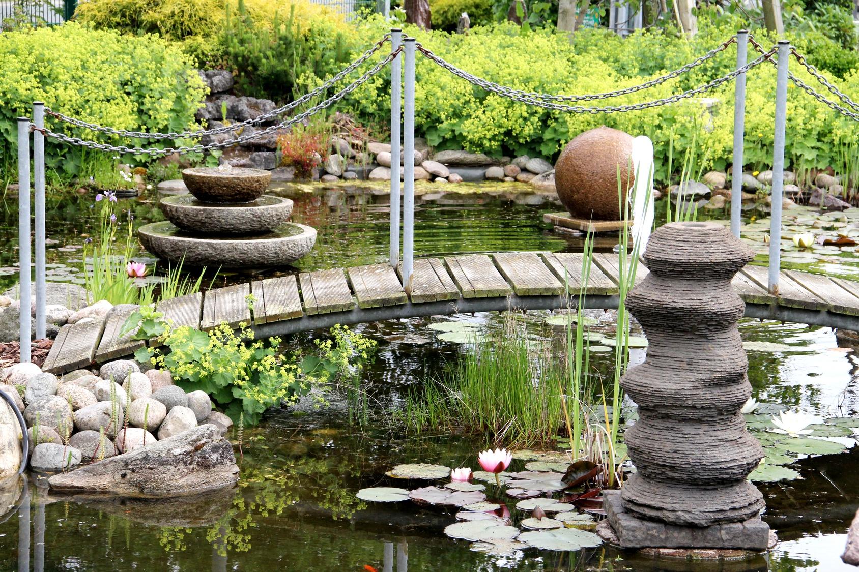 kofiguren fuer Garten:  Dekoratives aus Stein