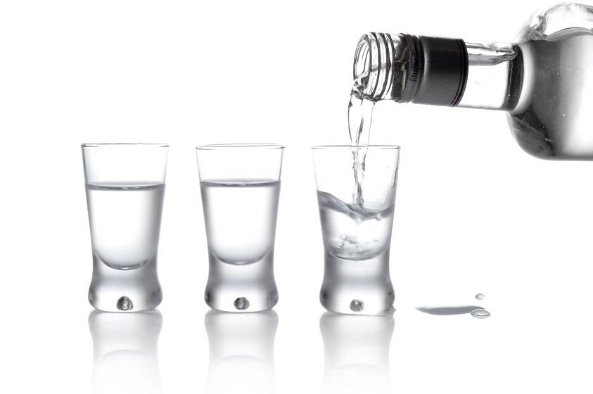 Nein nicht trinekn, diesmal hilft uns der Alkohol bei Mückenstichen