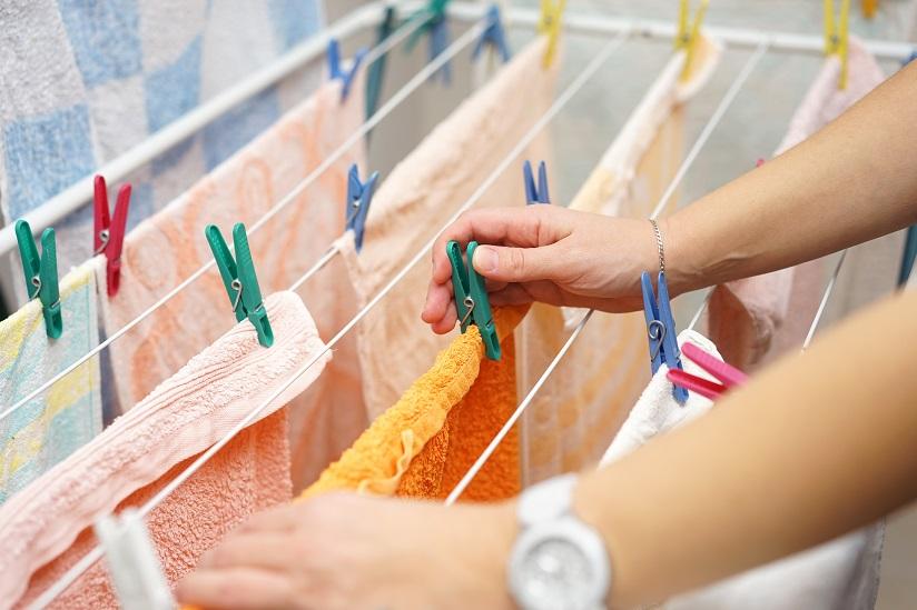Ganz falsch: Wäsche im Bad , der Wohnung trocknen ohne zu lüften, da fühlen sich die Silberfische besonders wohl