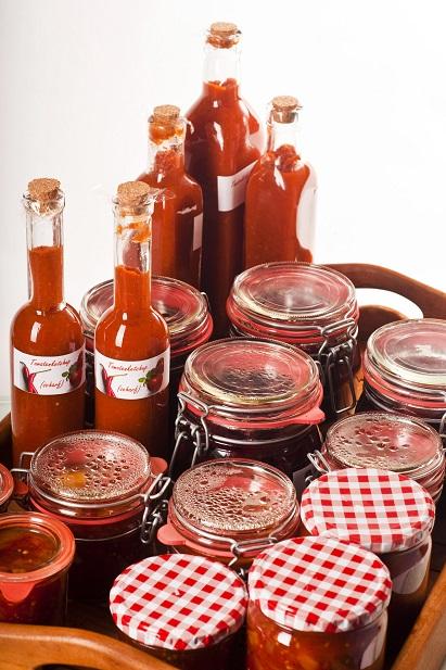Leckere Tomatensoße eingemacht: Ideal für den Winter , vielseitig für viele Gerichte zu verwenden.