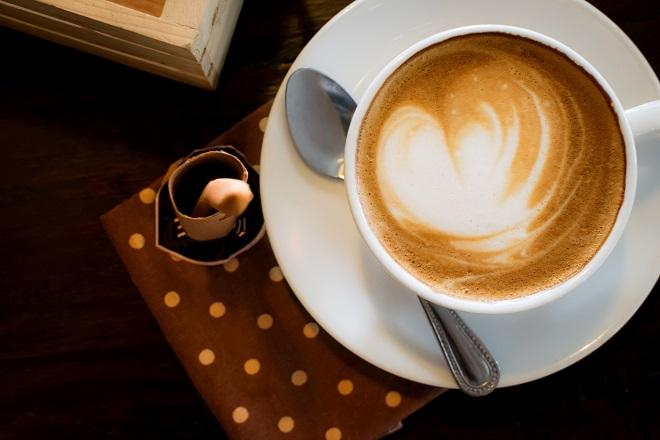 Generell ist in Cappuccino meist ein wenig Kakaopulver enthalten, es kann aber auch ein echter Schoko-Cappuccino zubereitet werden. (#03)