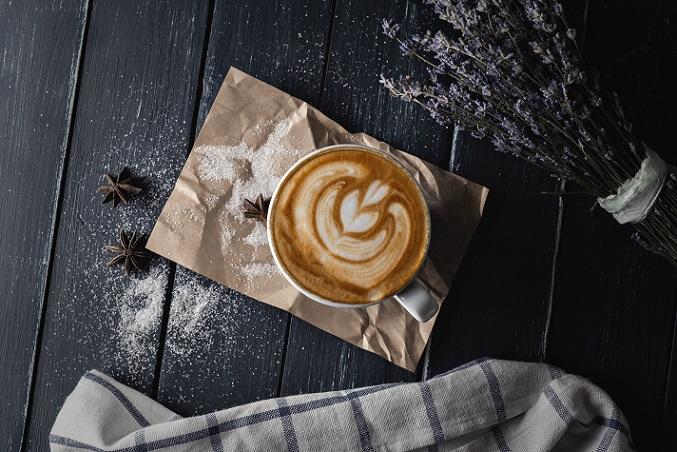 Ein sehr beliebtes Rezept ist der Cappuccino mit Schuss. Gerade in der kalten Jahreszeit darf es ruhig ein wenig von innen wärmen. Sehr gut macht sich Kaffee-Likör, den es in verschiedenen Sorten gibt.(#04)Ein sehr beliebtes Rezept ist der Cappuccino mit Schuss. Gerade in der kalten Jahreszeit darf es ruhig ein wenig von innen wärmen. Sehr gut macht sich Kaffee-Likör, den es in verschiedenen Sorten gibt.(#04)