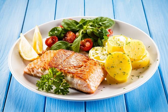 Natürlich hat die Kartoffeldiät auch jede Menge Vorteile, gerade im Vergleich zu vielen anderen Diäten, die in erster Linie auf Verzicht setzen. Zumindest in geringen Maßen sind Obst, Gemüse, Fisch und Fleisch bei der Kartoffeldiät erlaubt. (#02)