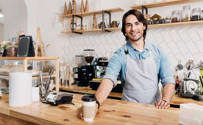 Der Name dieser Spezialität gibt bereits den Hinweis darauf, dass es sich hier um ein Kaffeegetränk mit einem besonders hohen Anteil an Milch handelt. (#01)