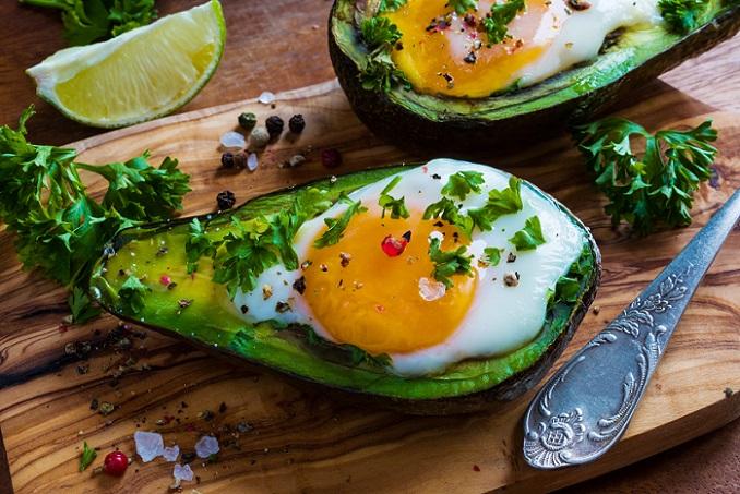 Natürlich lebt man auch im Rahmen der Eierdiät nicht nur von Eiern. Eine strickte Vorgabe gibt es aber auch nicht. Zu viele Eier sind nicht gesund und können einem auch schnell zu den Ohren herauskommen. Bei zu wenigen Eiern bleibt am Ende der Effekt aus. (#02)