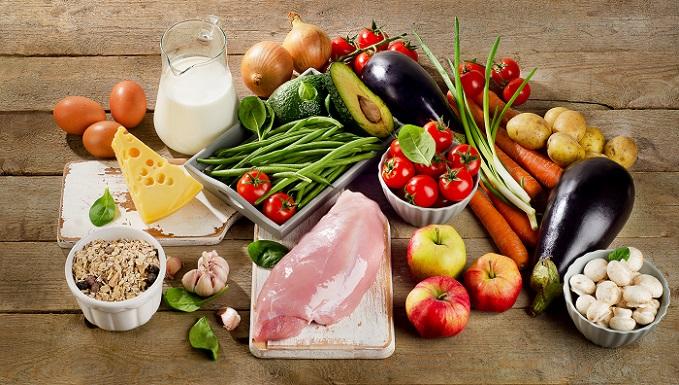 An sich erscheint die Eierdiät einem doch recht monoton. Fünf oder sechs hart gekochte Eier stehen jeden Tag auf dem Speiseplan. Darüber hinaus kann der Speiseplan wahlweise mit folgenden Lebensmitteln ergänzt werden. (#04)