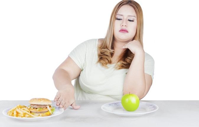 Zuerst gilt es, ein Ziel zu definieren. 5 kg abnehmen in 4 oder 10 kg in 8 Wochen? Steht das gewünschte Endgewicht, so können entsprechende Maßnahmen ergriffen werden. Diese sollten in erster Linie in einer Umstellung der Ernährung bestehen. Dabei gibt es verschiedene Ansätze. (#02)