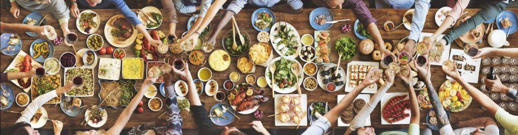 Gut Essen gehört in unserer Gesellschaft zum Lifestyle. Nur allzuoft wird hieraus auch ein gesellschaftlicher Zwang. Wer würde schon in Gesellschaft von Freunden wenig oder nichts essen, wenn diese kulinarischen Genüssen huldigen? Die Apfelessigdiät kann solche (fast) unvermeidbaren Ausrutscher wieder korrigieren helfen. Und außerdem: die Apfelessigdiät hilft, den Körper und auch die Seele zu reinigen. Sie werden sich nach der Diät entspannt und erleichtert fühlen. Auf zu neuen Taten! (#4)