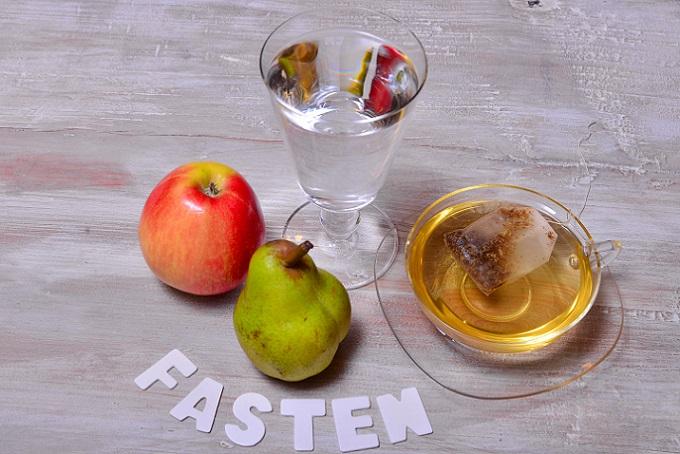Die meisten gläubigen Christen beschränken sich heute auf eine volle Mahlzeit pro Tag und zwei kleine Stärkungen. (#03)