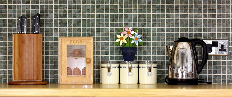 Schaffen Sie sich Vorratsboxen an, in denen Lebensmittel weniger Platz wegnehmen als in den Verpackungen aus dem Supermarkt. (#01)
