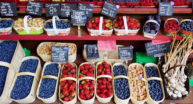 Regionale Anbieter von Gemüse und Obst haben gleich mehrere Vorteile: frische Produkte aus einheimischem Anbau, kurze Transportwege innerhalb einer Region, attraktive Preise während der Saison und nicht selten ein Bio Siegel für den biologischen Anbau. (#04)