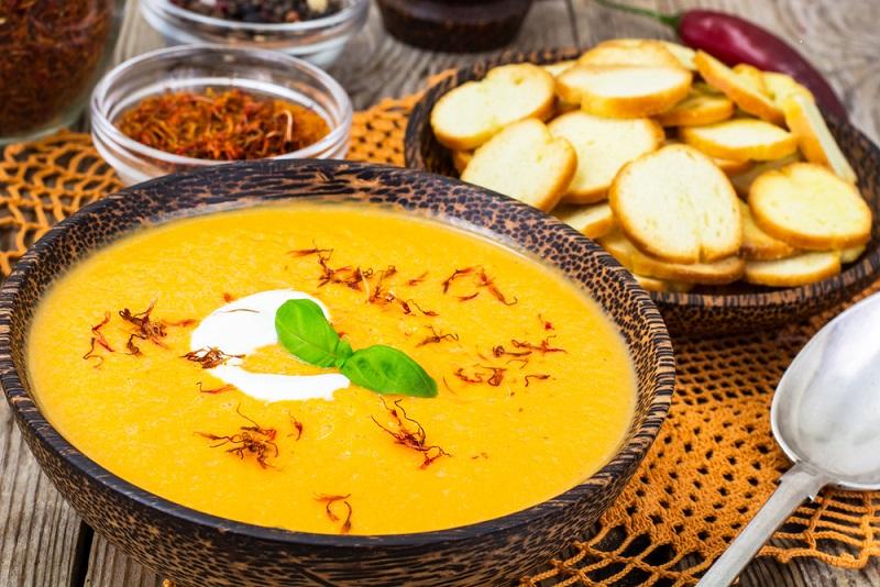 Eine solche Suppe ist nicht nur im Winter ein tolles Essen: Durch die frischen, gesunden Zutaten eignet sie sich für das ganze Jahr. (#02)