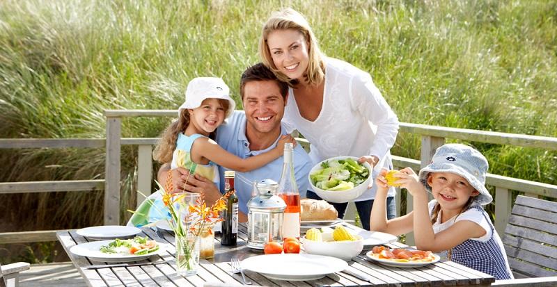 Der Sommer ist die Jahreszeit, zu der wir uns am meisten an der frischen Luft aufhalten. Das macht natürlich hungrig. Und wer hungrig ist, will essen. (#02)