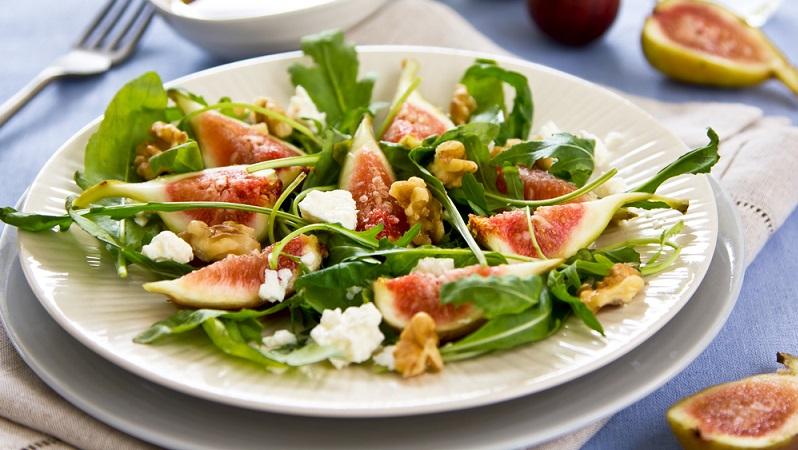 Das tolle am Sommer und damit auch an den Sommersalaten ist, dass man auch hier ganz nach Geschmack und vor allem auch Verfügbarkeit die Salate zusammenstellen kann. (#04)