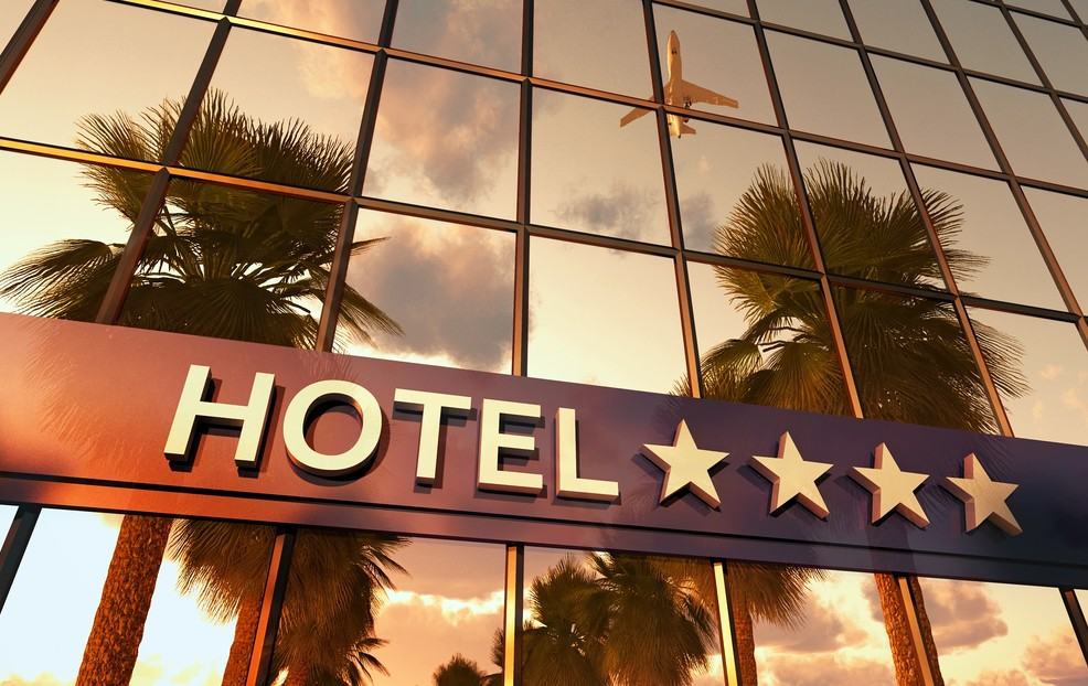Nach New York, Rimini und Cervia gelangt man oft am günstigsten, wenn man  Flug und Hotel gemeinsam bucht. Während man direkt beim Hotel die Discount-Buchung oft verbissen aushandeln muss, bekommt man in der Kombination von Hotel und Flug viele Vergünstigungen frei Haus und ohne lange Worte. (#3)