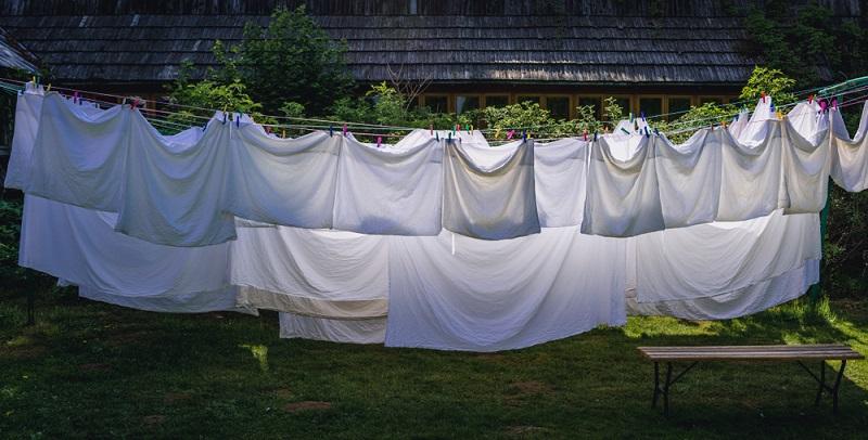 Ein wichtiges Mittel gegen Milben ist es, die Bettwaren einmal monatlich zu waschen. Auch hier sind Temperaturen von wenigstens 60°C notwendig zur Bekämpfung der Milben.
