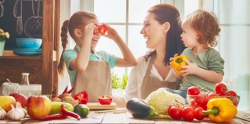 Einseitige Ernährung kann ebenfalls dazu führen, dass ein Kind unter Rückenschmerzen leidet.