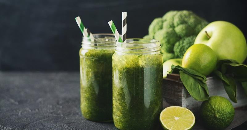 Brokkoli-Apfel-Smoothie: Ein besonders leckerer Smoothie mit sehr wenig Kalorien.