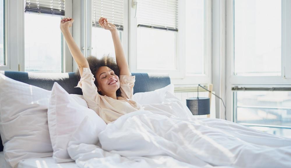 Untersuchungen haben ergeben, dass die Bettwäsche in Deutschland im Schnitt alle vier bis sechs Wochen gewechselt wird. Klar, dass es dann Reinigungstipps für die Matratze und das gesamte Bett braucht!