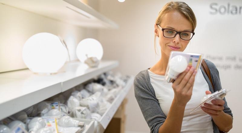 """Neue, energiesparende Geräte kosten in der Anschaffung meist deutlich mehr als """"Energiefresser"""". Sie rentieren sich aber langfristig gesehen durch den deutlich niedrigeren Stromverbrauch."""
