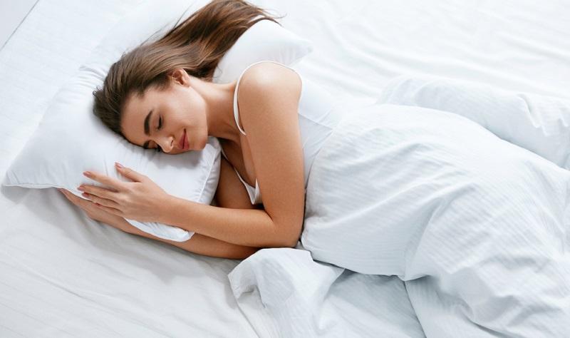 Ein gesunder Schlaf ist also sehr wichtig für ein gesundes Leben und manchmal liegen die Ursachen der Schlafprobleme zumindest zum Teil auch daran, dass man auf einer alten, durchgelegenen Matratze liegt, die nicht mehr für eine ausreichende Unterstützung der Wirbelsäule sorgt.