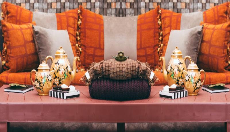Wer möchte, kann das gesamte Mobiliar durch orientalische Möbel austauschen. ( Foto: Shutterstock- kheira benkada )
