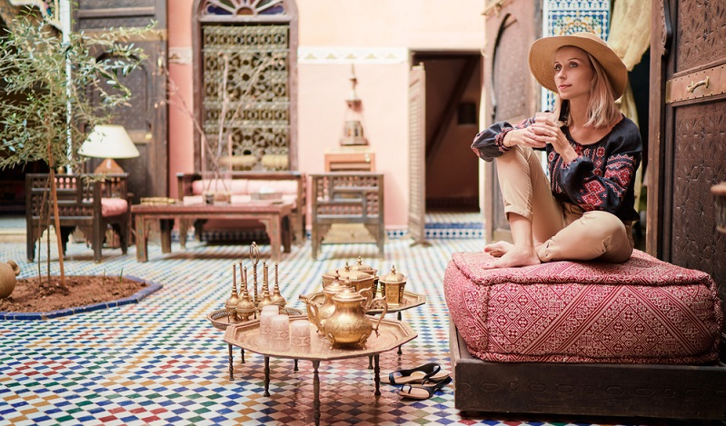 Der orientalische Einrichtungsstil wird immer beliebter, denn er bietet die Möglichkeit, sich individuell, stilvoll und überaus wohnlich einzurichten. ( Foto: Shutterstock-kudla)