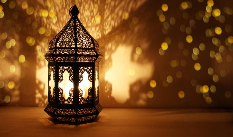 Mit orientalischen Einrichtungsgegenständen, wie Lampen aus 1001 Nacht wird das Zuhause mein Lieblingsplatz. (Foto: Shutterstock-TabitaZn)