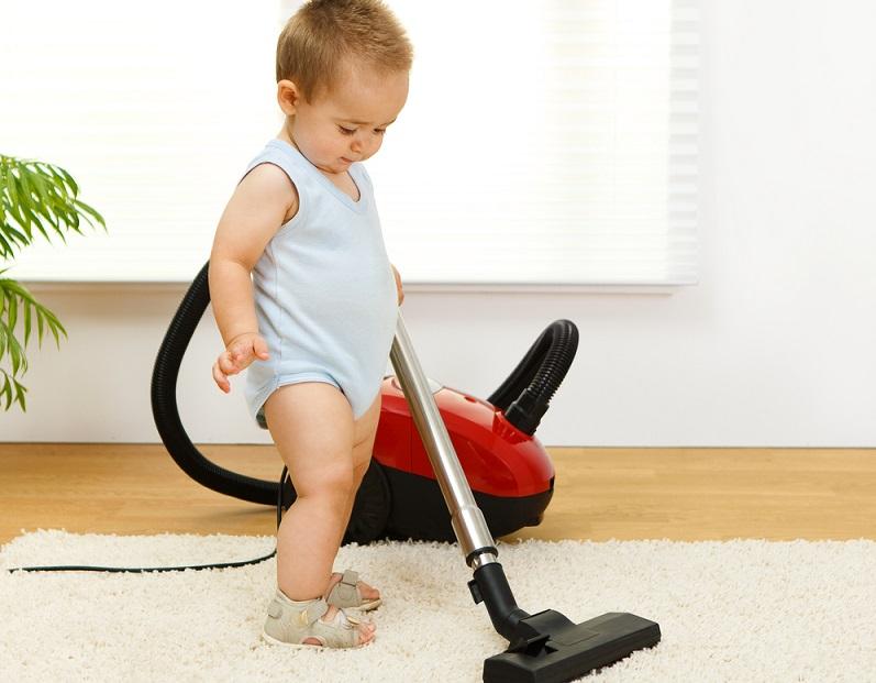 Gerade bei einigen Teppichen ist nicht direkt erkennbar, wie schmutzig sie wirklich sind. Kleine Schmutzpartikel lassen sich mit dem bloßen Auge nicht sehen.  ( Foto: Shutterstock-Szasz-Fabian Ilka Erika )