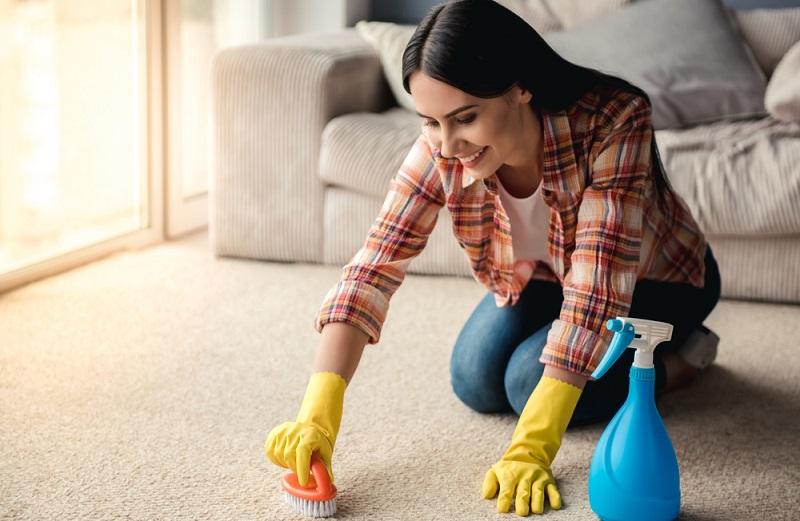 Ein bekannter Tipp in Bezug auf die Hausmittel für Flecken auf dem Teppich ist das Salz.  ( Foto: Shutterstock- VGstockstudio )