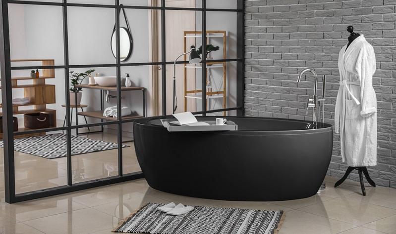 Ohne einen Badteppich erscheint ein Badezimmer nackt und leer ( Foto: Shutterstock-Pixel Shot)