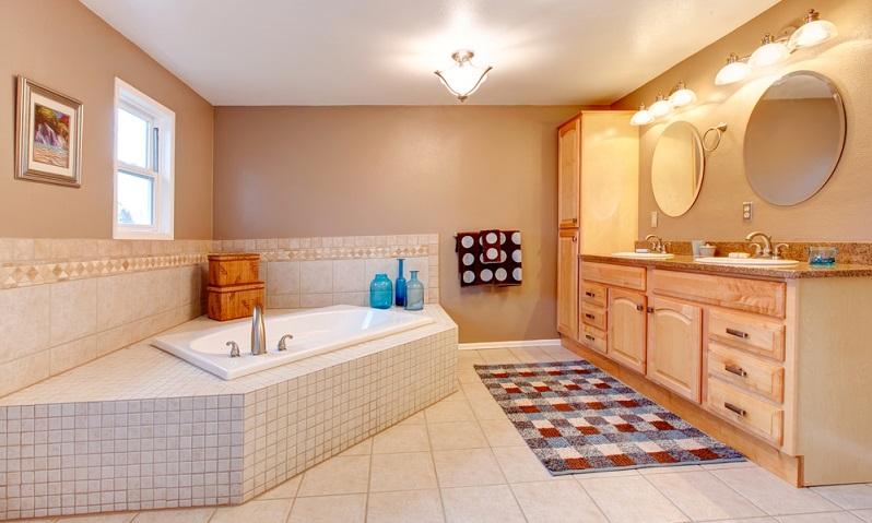 Badteppiche sollten auf jeden Fall waschbar sein, da sich hier rasch Keime und Bakterien ansiedeln. ( Foto: Shutterstock- Artazum)